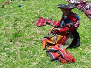 Chinchero-weaver with string loom