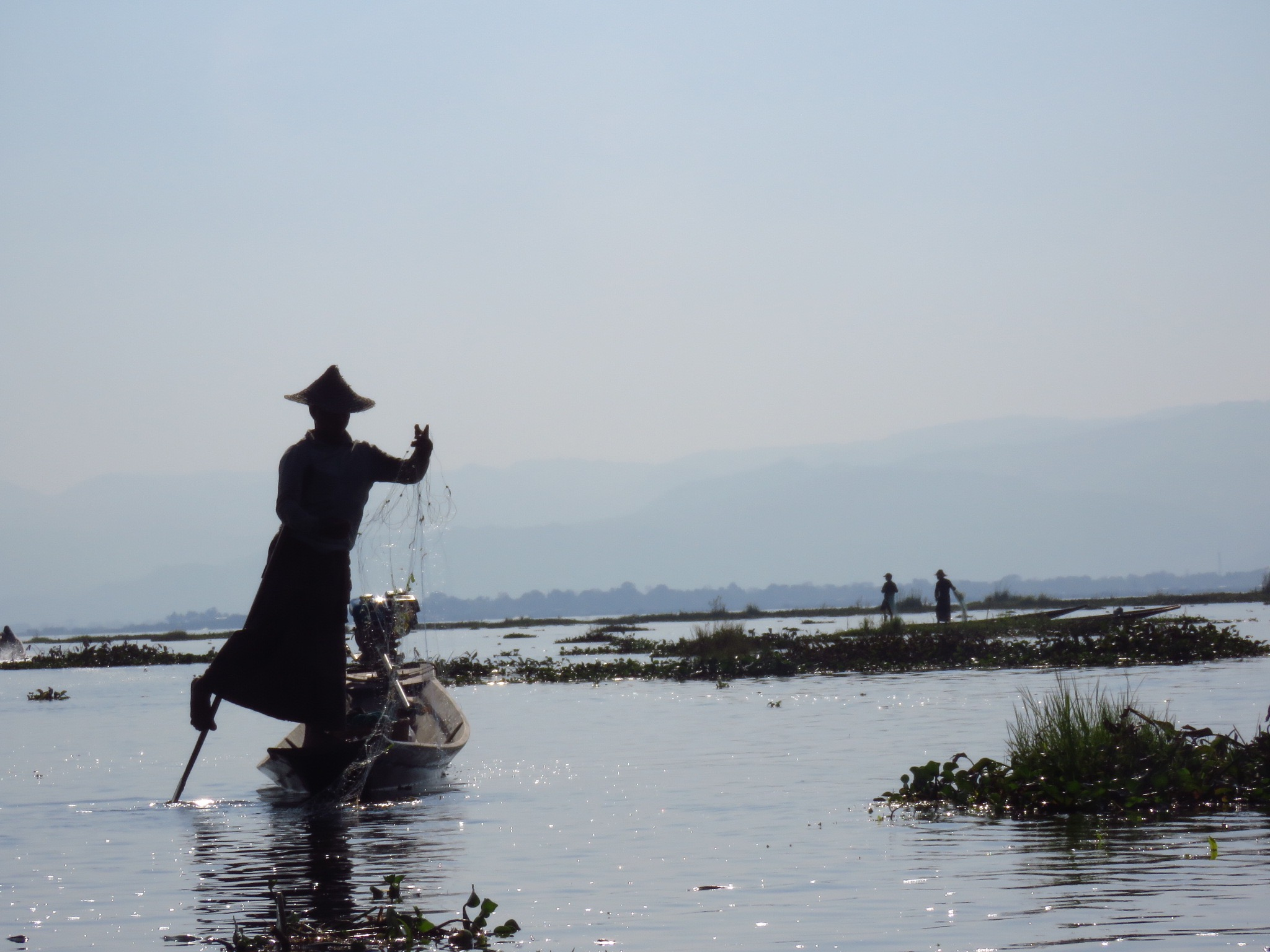 Myanmar–Inle Lake–Leg Rower fishing2