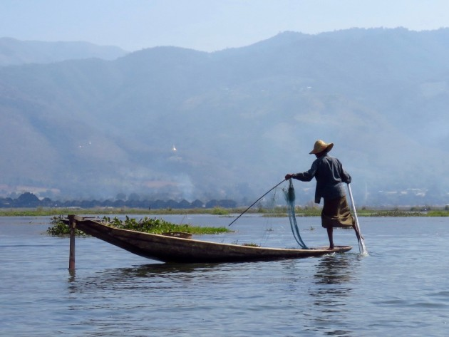 Myanmar–Inle Lake–Leg Rower Fishing