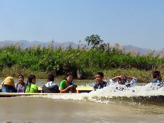 Myanmar–Inle Lake–close up of children